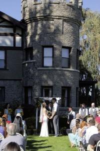 WellsH wedding outside vert